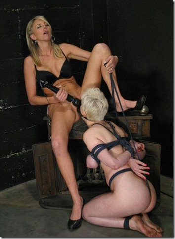 chantas-bitches-slave-licking-a-eager-pussy